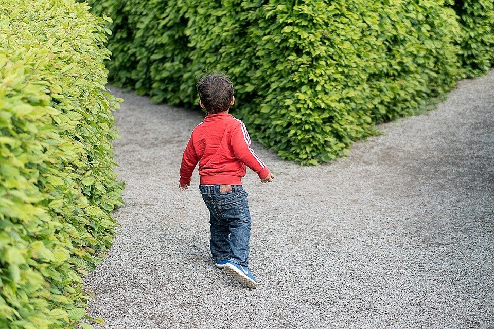 child 1721906 960 720 1